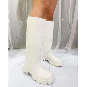 Stivali in morbida ecopelle con suola in gomma sagomata